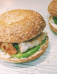 Bagel à l'avocat, poulet & cream cheese, Blog du Dimanche
