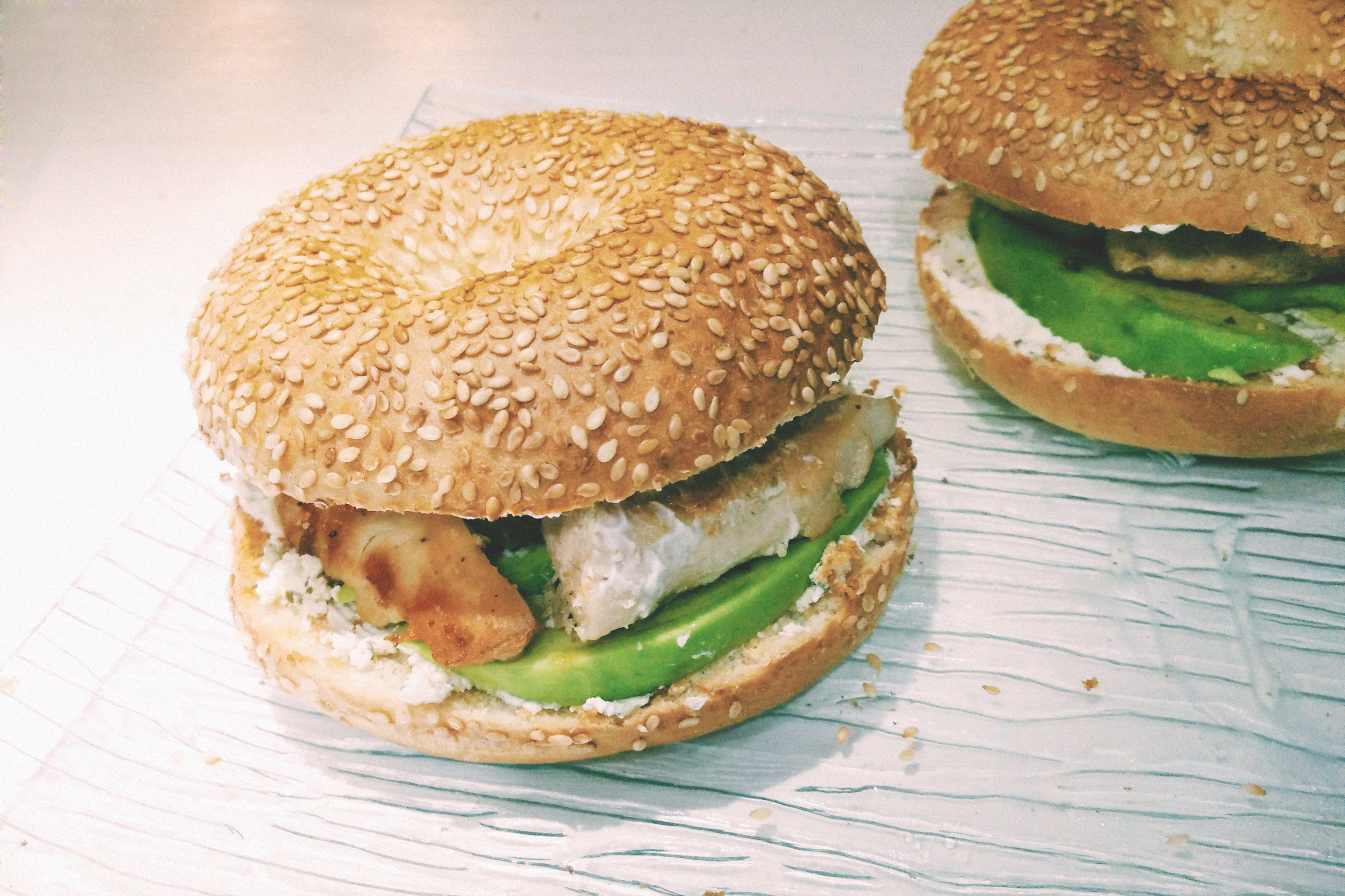 Bagel à l'avocat, poulet & cream cheese, Blog du Dimanche