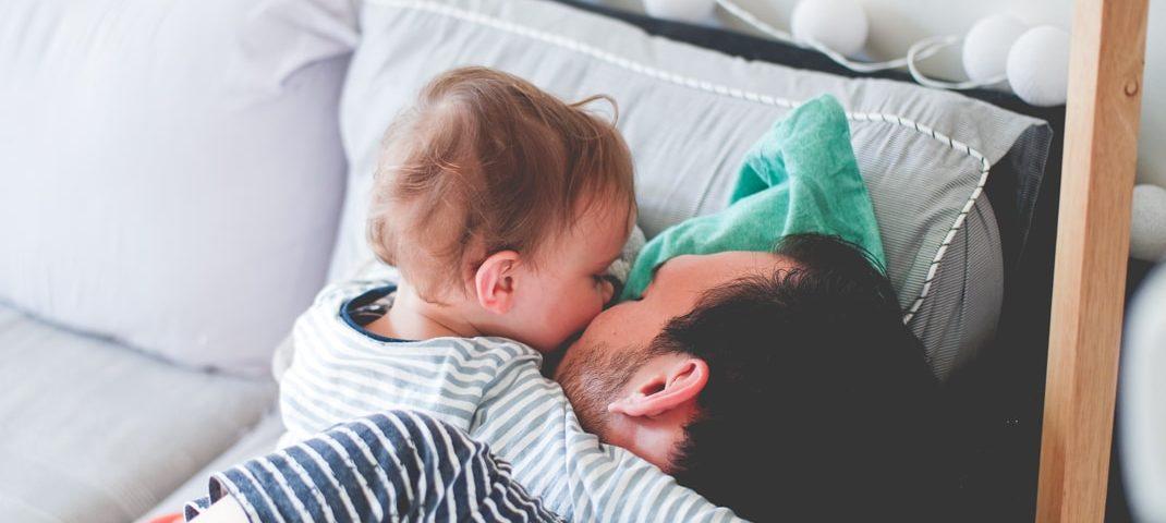 6 petites astuces pour tenter de détendre bébé avant sa nuit